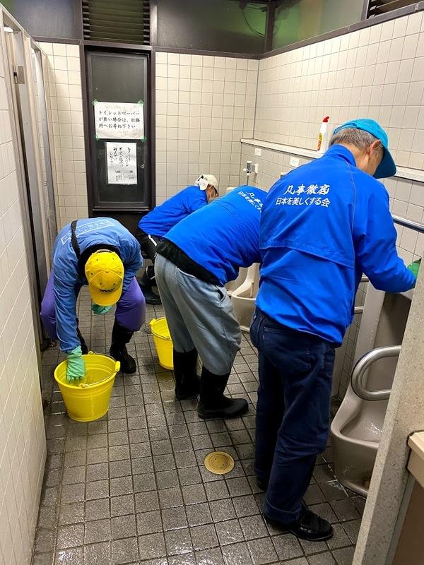 櫛田神社早朝トイレ磨き